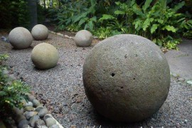 地球上這些巨大石球莫非是巨人的玩具?