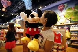 上海迪士尼可带食物入园,可乐叫价20元一瓶,人均消费超2000元