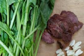 菠菜炒卤牛肉的做法步骤
