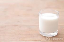 只喝牛奶不吃饭能减肥吗?想坚持看看一个月瘦多少