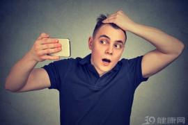 吃黑芝麻可以治疗白发?营养专家:别傻了!真正养发的是这2物