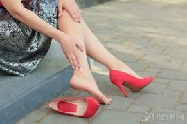 人老腿先衰:腿部出现这4个信号,是衰老的征兆