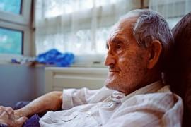 持续15年的研究证实:寿命长短由4大因素决定,比遗传更重要