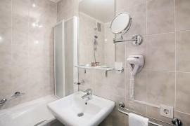 一对夫妻在五星级酒店洗手间发现摄像头,洗澡画面全遭记录