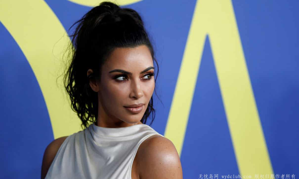 Kim Kardashian West's face masks provoke controversy See the world 第1张